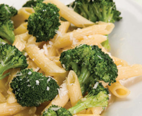 broccoli garlic and lemon penne pasta
