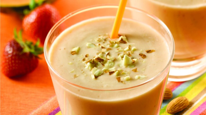 Papaya and Almond Smoothie