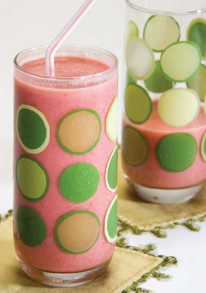 "image of Raspberry-peach Yogurt Smoothie from the ACS cookbook, ""The Great American Eat-Right Cookbook"""
