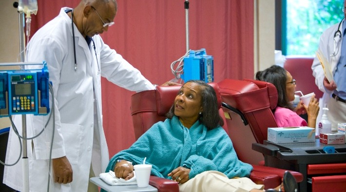 Doctor speaking to patient during chemotherapy treatment